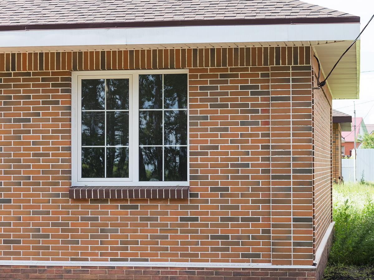 баварская кладка с белыми окнами